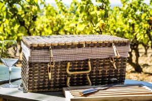 Picnic in Provence @ Domaine Roche-Audran